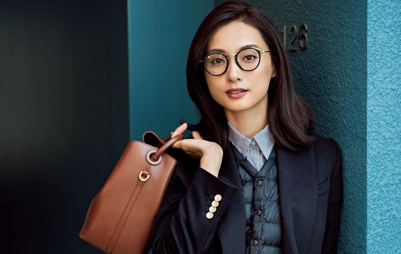 黒フチ×メタルメガネがキマるファッション