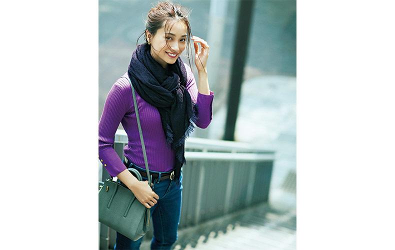 【4】紫ニット×紫ストール×デニムパンツ