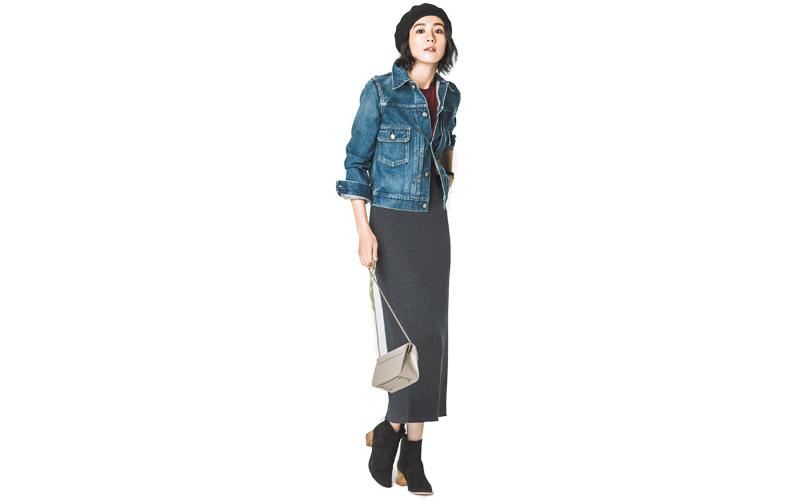 【4】デニムジャケット×ボルドーTシャツ×黒ロングタイトスカート