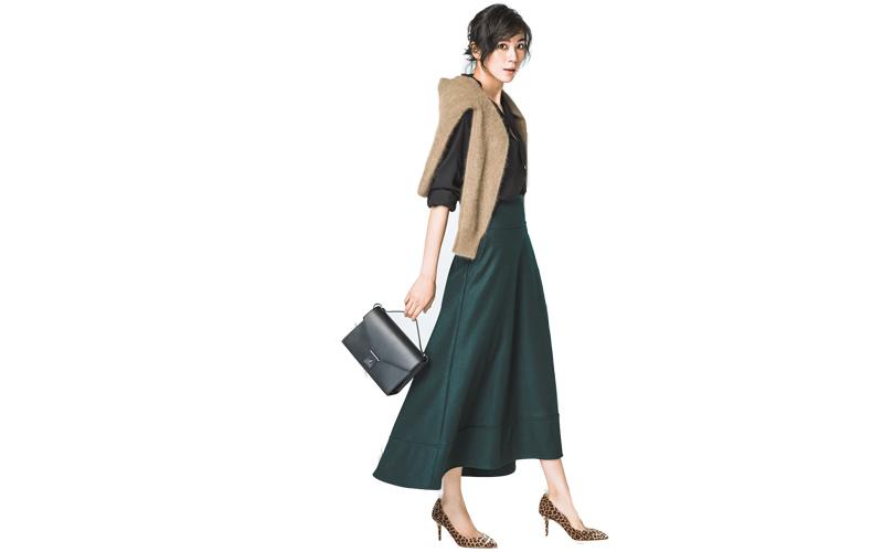 【4】モスグリーンフレアスカート×ニット×黒シャツ
