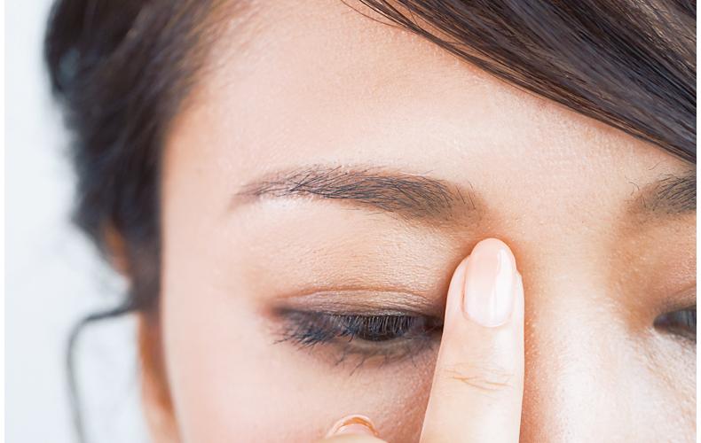 目元の骨格を削り出す