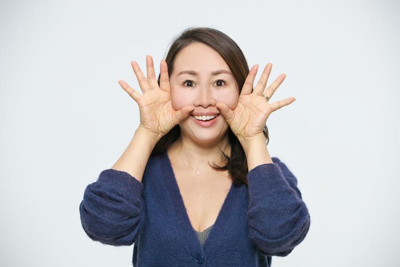 頰の筋肉を鍛えるエクササイズ