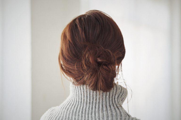 ■おくれ毛が決め手、女っぽいローシニヨン