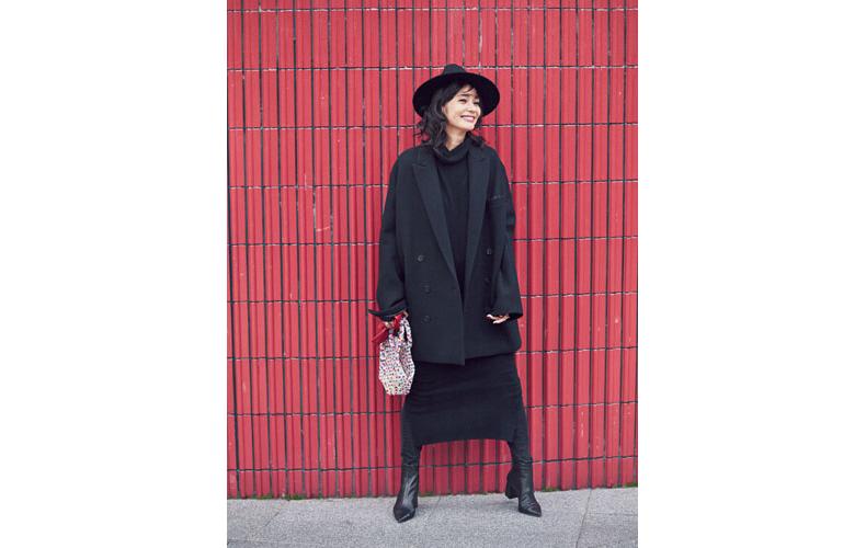 【1】黒ジャケット×黒ワンピース×黒帽子