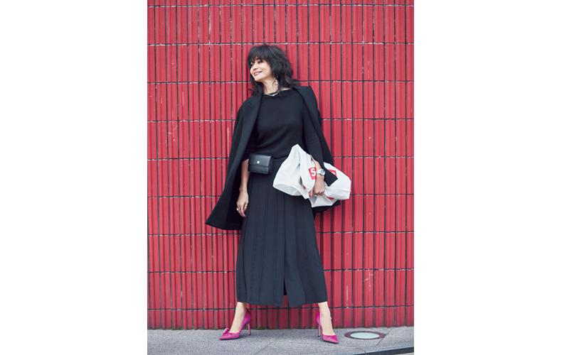 【10】黒ニット×黒ジャケット×黒ロングスカート