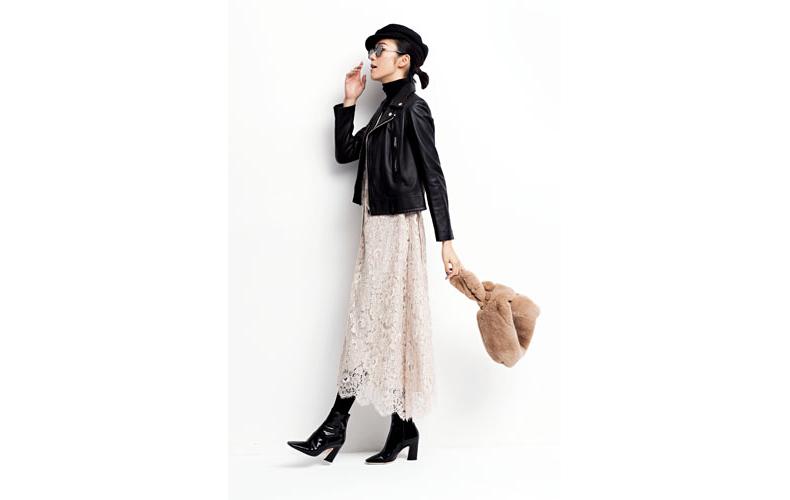 【2】黒ジャケット×白ロングスカート×黒タートルネック