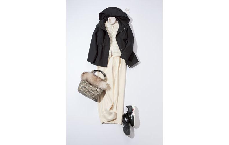 【3】黒ブルゾン×白パンツ×白タートルネックセーター