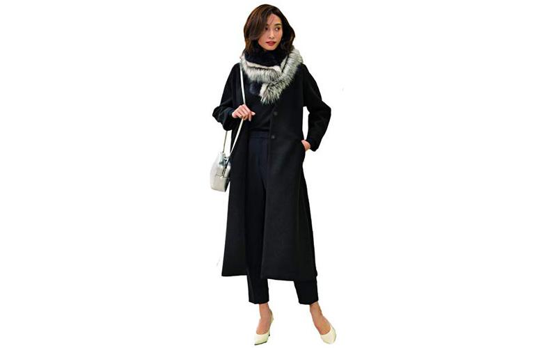 【8】黒コート×黒ニット×黒パンツ