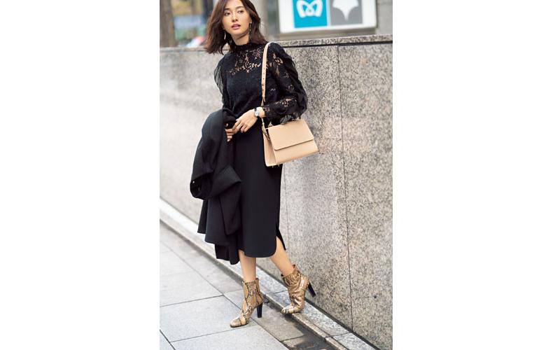 【10】黒コート×黒ニット×黒タイトスカート