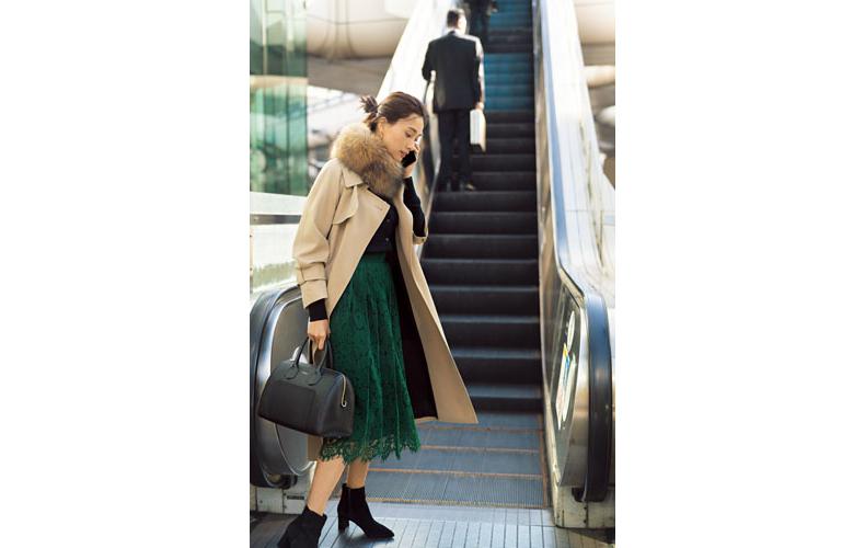 【5】ベージュコート×緑スカート×黒カーディガン