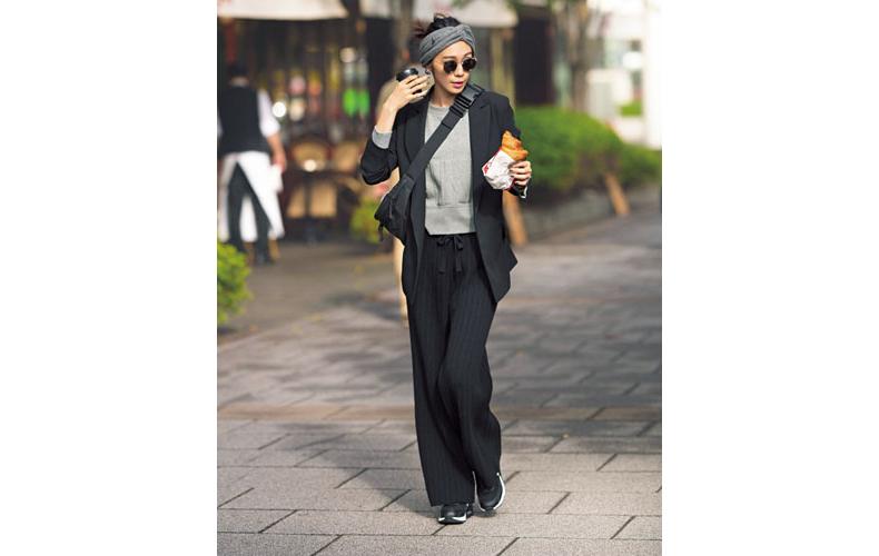 【2】黒ジャケット×グレースエット×黒ニットパンツ