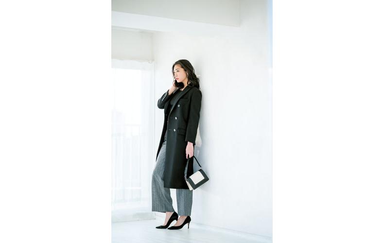 【6】黒ニット×グレーワイドパンツ×黒コート