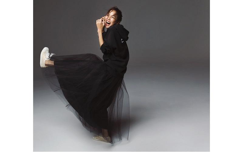 【3】黒チュールロングスカート×黒パーカー