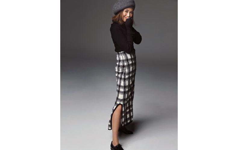 【3】黒ニット×チェック柄スカート×グレーベレー帽