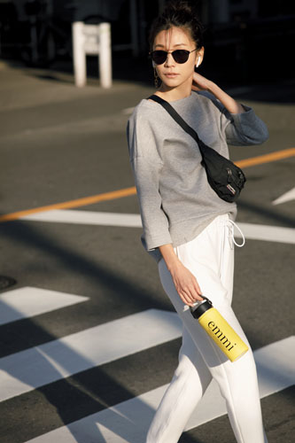 【1】グレースエット×白パンツ