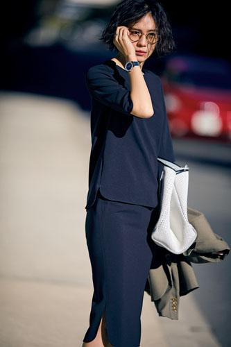 【7】紺ブラウス×紺スカート