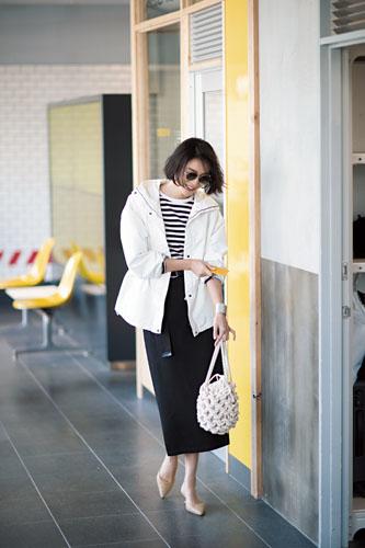【3】白ブルゾン×ボーダーカットソー×黒タイトスカート