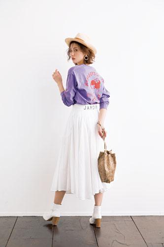 【2】ラベンダートップス×白フレアスカート