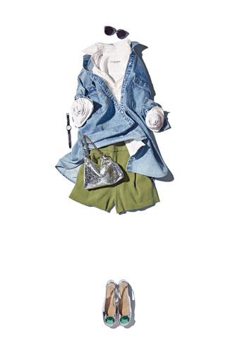 【5】デニムシャツ×カーキショートパンツ×白シャツ