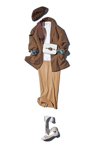 【3】ブラウンジャケット×白Tシャツ×ベージュニットスカート