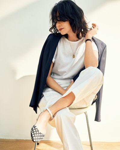 【1】ネイビージャケット×白Tシャツ×白パンツ