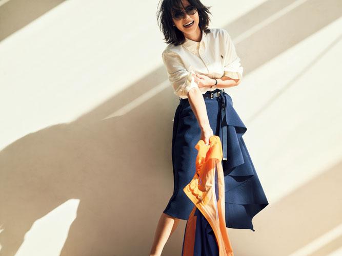 【3】白シャツ×ブルーフレアスカート×オレンジパーカ