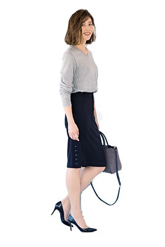 【2】グレーニット×黒タイトスカート