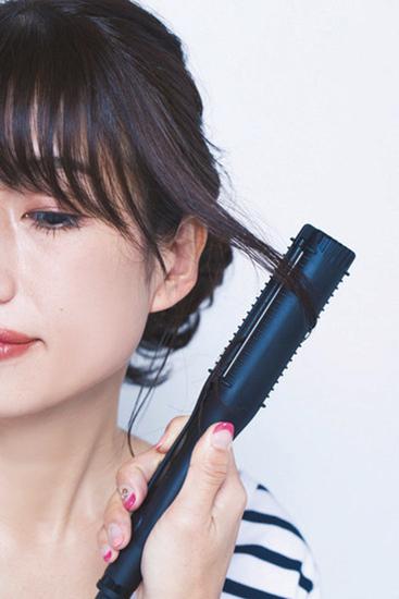 後れ毛の巻き方(ストレートアイロン)