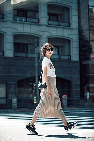 【3】茶プリーツスカート×白Tシャツ