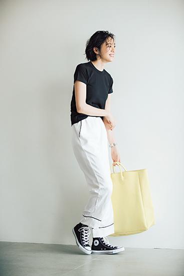 【10】黒Tシャツ×白パンツ