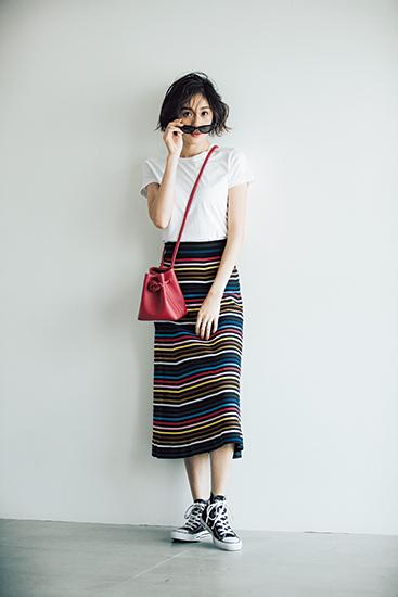 【4】タイトスカート×白Tシャツ