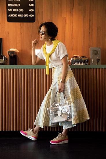 【5】黄カーディガン×ロングスカート×白Tシャツ