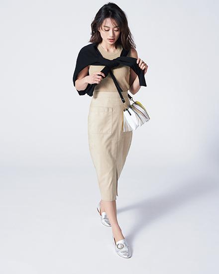 【10】黒カーディガン×ベージュニット×ベージュタイトスカート