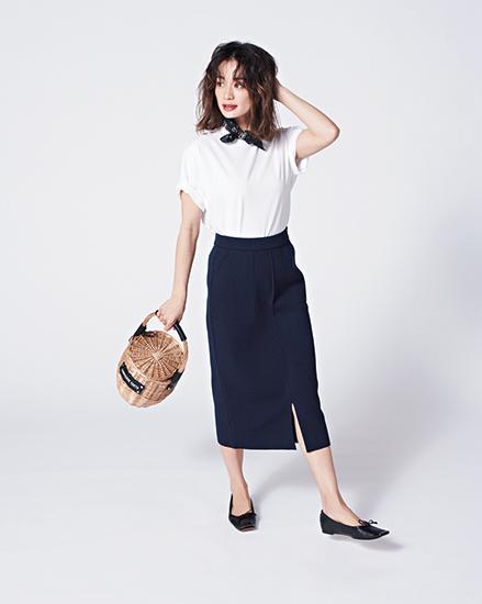 【6】黒タイトスカート×白Tシャツ
