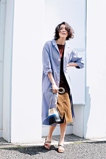 【3】水色ストライプシャツワンピース×赤ニット×茶色スカート