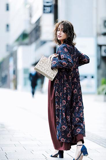 【10】紺ワンピース×茶ワンピース