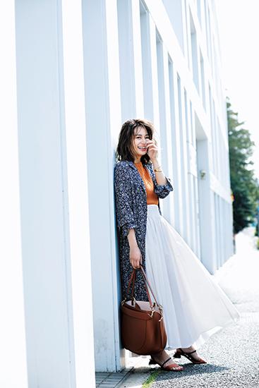 【6】オレンジニット×ワンピース×白プリーツスカート