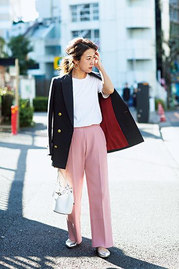 【7】ネイビージャケット×白Tシャツ×ピンクワイドパンツ