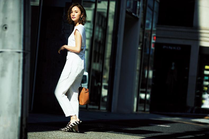 【8】白トップス×白パンツ