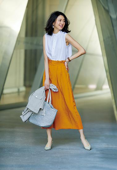 【4】オレンジワイドパンツ×白シャツ