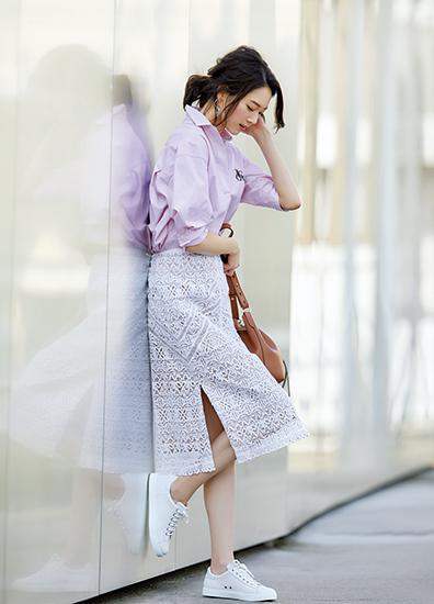 【1】ピンクシャツ×レーススカート