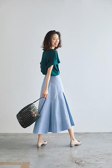 【1】緑カットソー×水色スカート