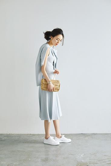 【9】白カーディガン×白ワンピース