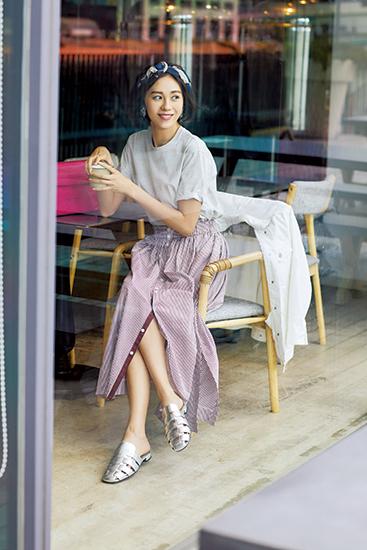 【1】デニムジャケット×ストライプカットソー×白スカート