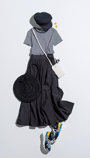 【3】ボーダーカットソー×黒スカート×キャスケット