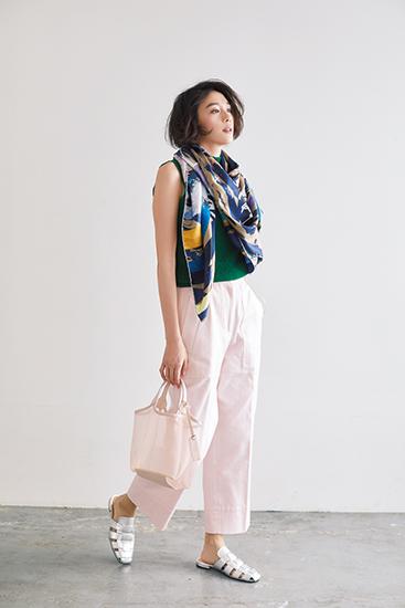 【7】緑ニット×スカーフ×ピンクパンツ