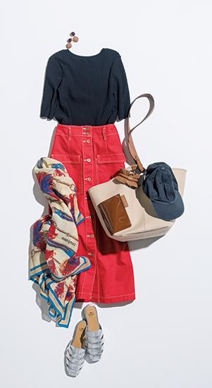 【5】黒ニット×赤スカート×夏のキャップ