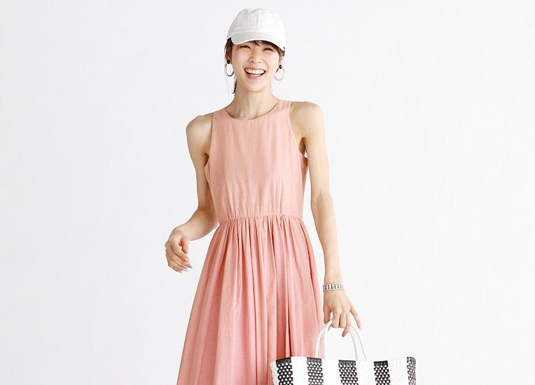 サマードレスにはカジュアル小物!