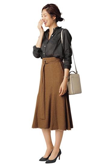 【2】ブラウンスカート×黒シャツ
