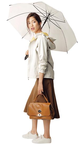 【3】白アウター×ブラウンスカート×白スニーカー